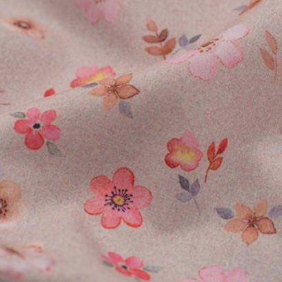 Tela de algodón flores y mariposas detalle