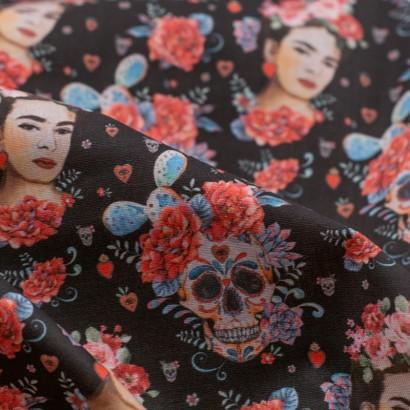 Tela de algodón Frida Kahlo y calaveras detalle