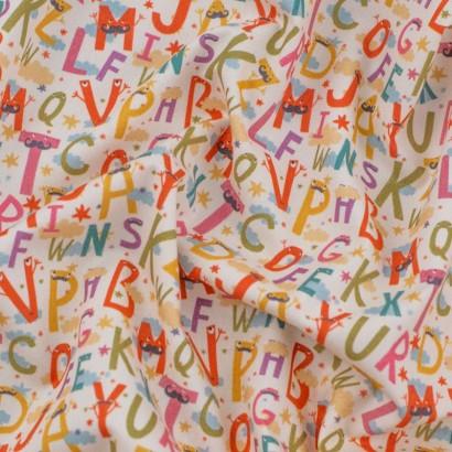 Tela de algodón con letras arrugada