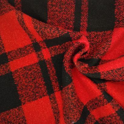 Tela de paño cuadro doble negro y rojo arrugada