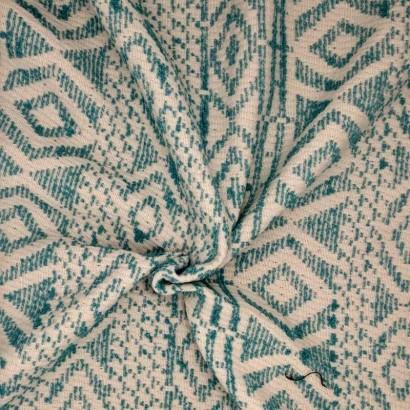 Tela de algodón étnico verde y blanco arrugada