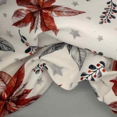 Tela navideña blanca con flores azules y rojas arrugada