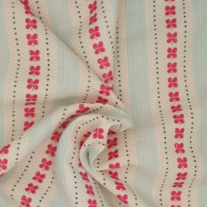 Tela de algodón rayas y mariposas arrugada