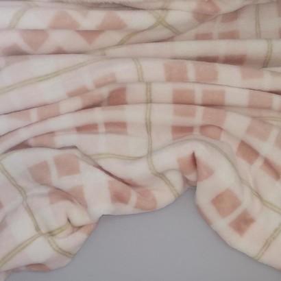 Tela de coralina cuadro rosa arrugada