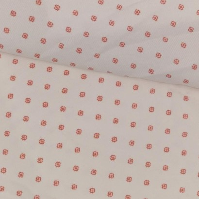 Tela de pana blanca con rombo rojo tubo