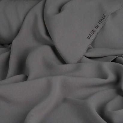 Tela de crepé gris arrugada
