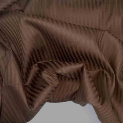 Tela de sábana raya marrón arrugada