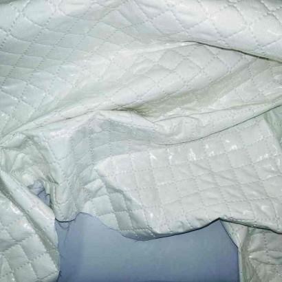Tela de piqué plastificado blanco arrugado