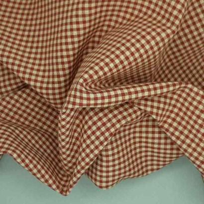 Tela de loneta vichy cuadro pequeño rojo arrugada