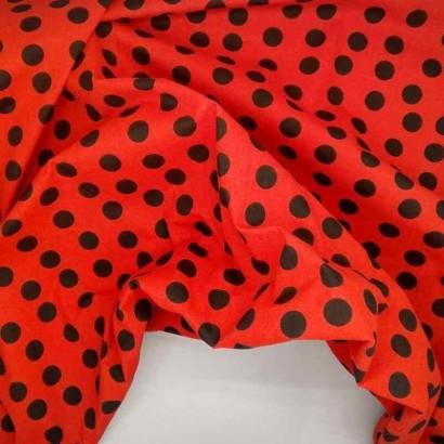 Tela de algodón de topos desordenados rojo y negro arrugada