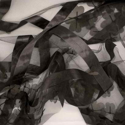 Tela de tul rombos y flores arrugada
