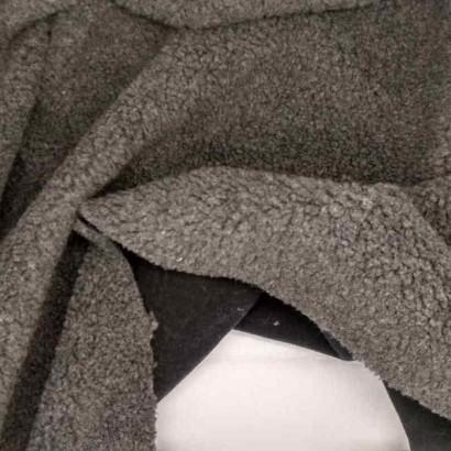 Tela de borreguito gris arrugada
