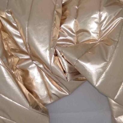 Tela de acolchado dorada arrugada