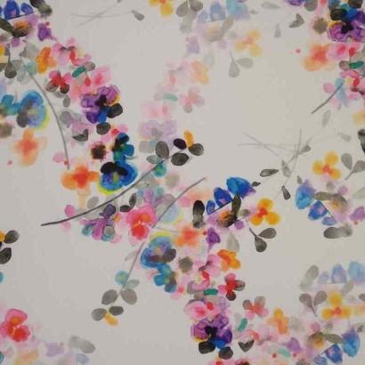 Tela de crepé blanca con flores vivas