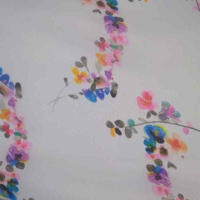Tela de organza blanca con flores vivas lisa