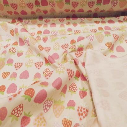Tela de algodón con fresas reves
