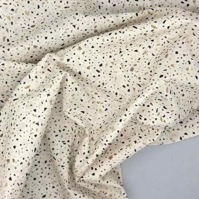 Tela de algodón con piedras arrugada