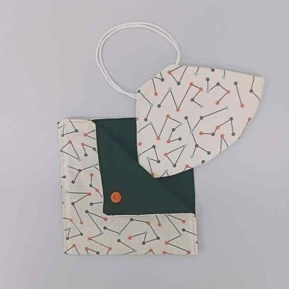 Mascarilla con dibujos geométricos y estuche
