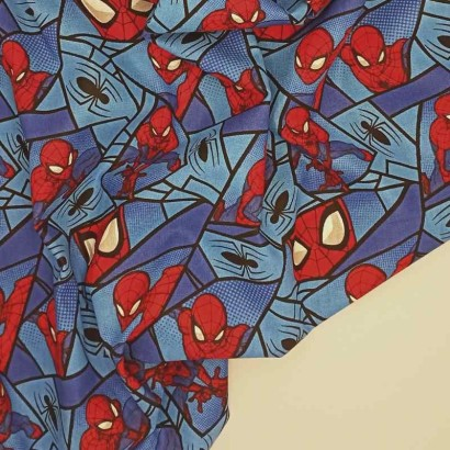 Tela de algodón con spiderman arrugada