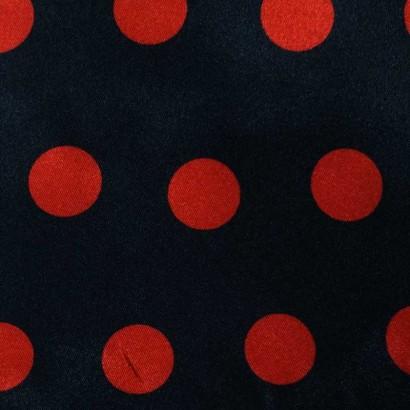 Tela de raso negra con topos rojos 2