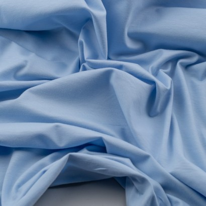 Tela de punto camiseta lisa algodón azul celeste arrugada