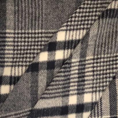 Tela de lana cuadros azules y blancos arrugada 1