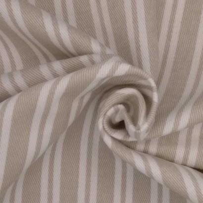 Tela de loneta de rayas beises y blancas arrugado