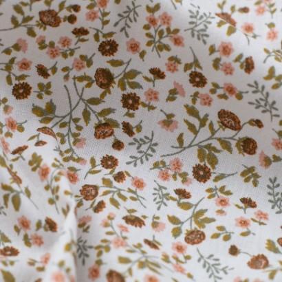 Tela de algodón flores liberty detalle