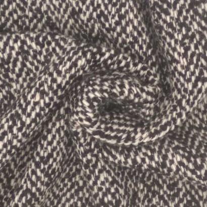Tela de paño zig-zag blanco y negro arrugada
