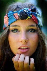 cinta turbante en mujer