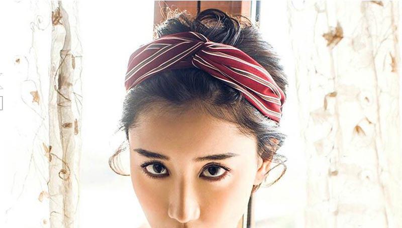 cinta turbante en pelo moreno
